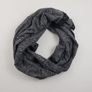 Lululemon black white and gray snap infinity scarf